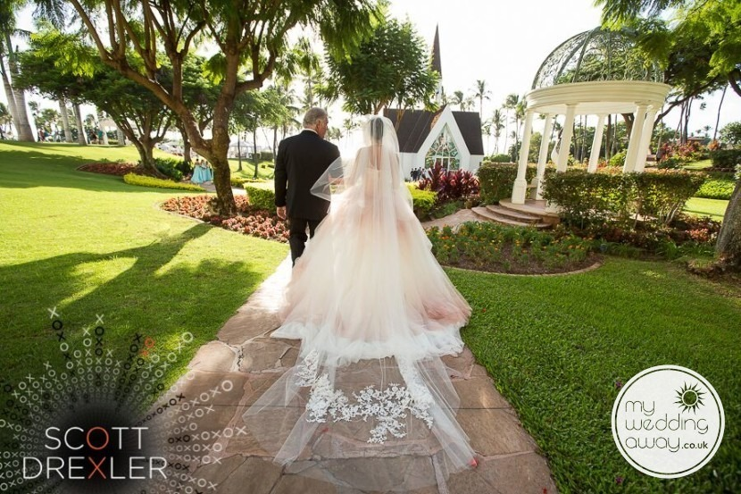 10 Beautiful Destination Wedding Dresses