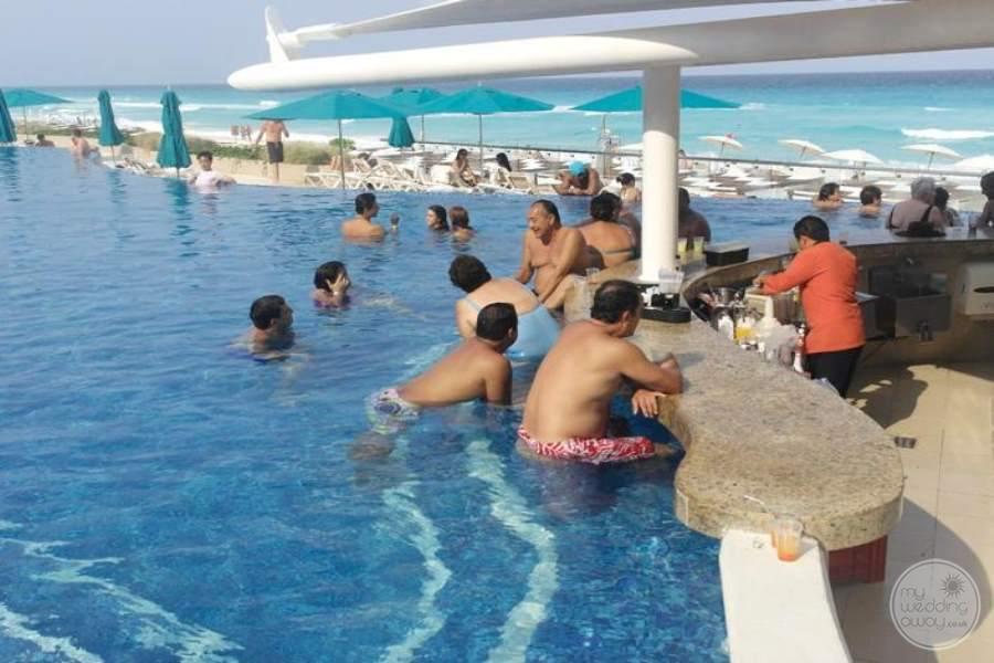 Moon Palace Nizuc Swimup Bar