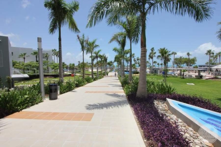 Riu Palace Peninsula Walkway