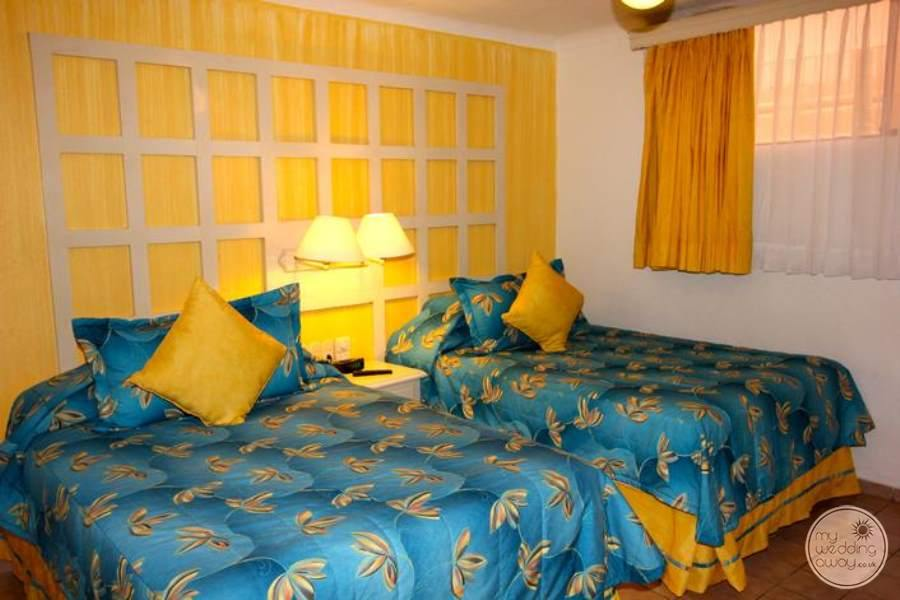 Double sweet with bright blue and yellow Decor double beds