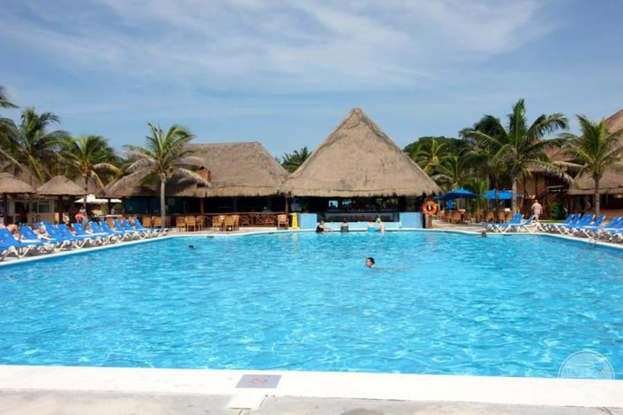 Allegro Playacar Swim-up Bar