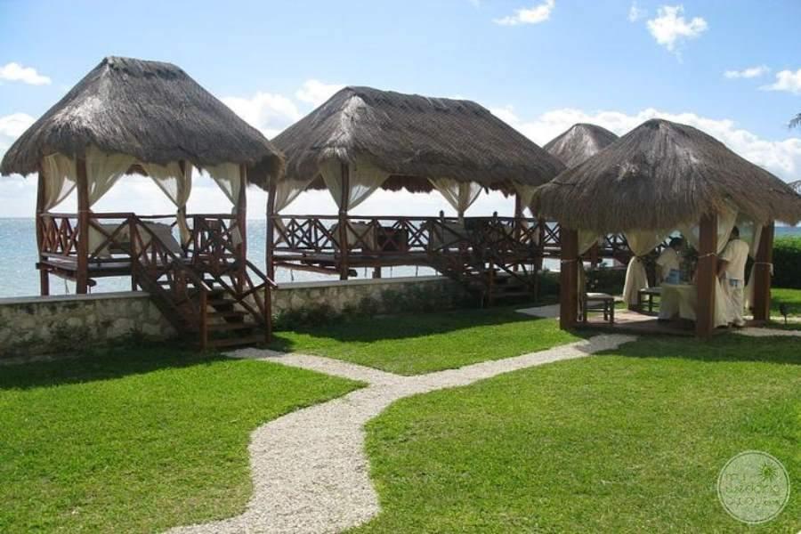 Azul Beach Hotel Huts