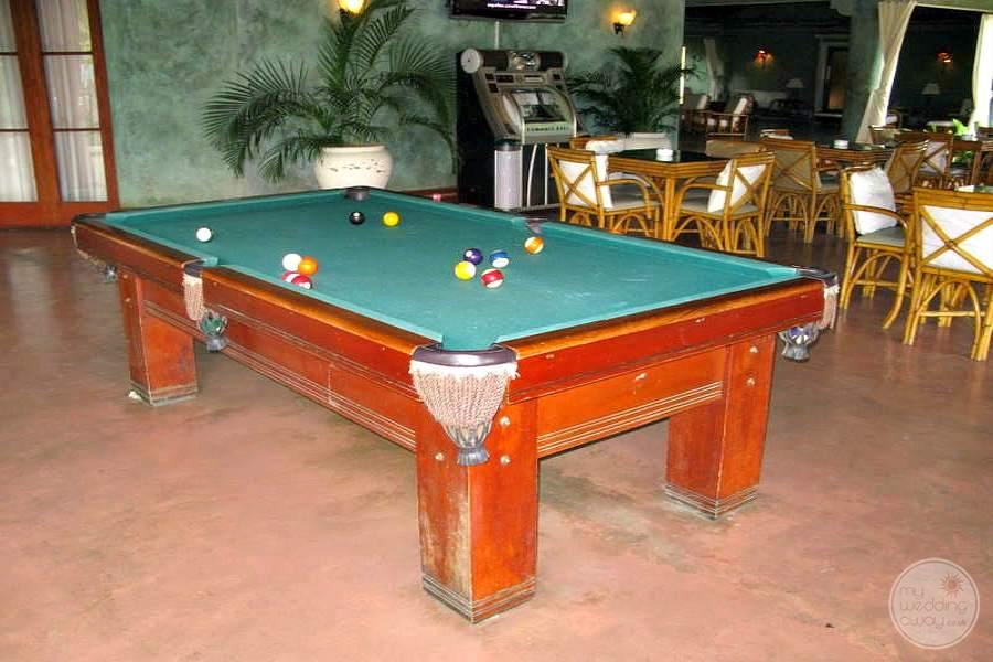 Couples Swept Away Pool Table