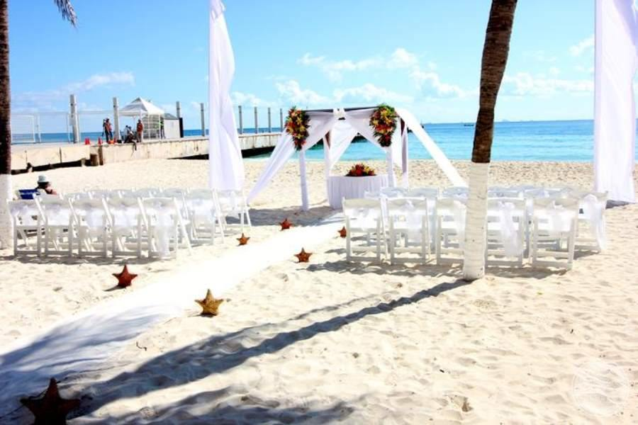Grand Porto Real Beach Wedding