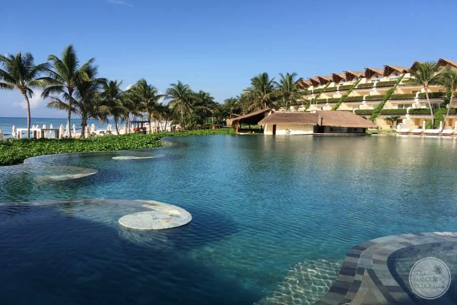 Grand Velas Riviera Maya Swim up Bar