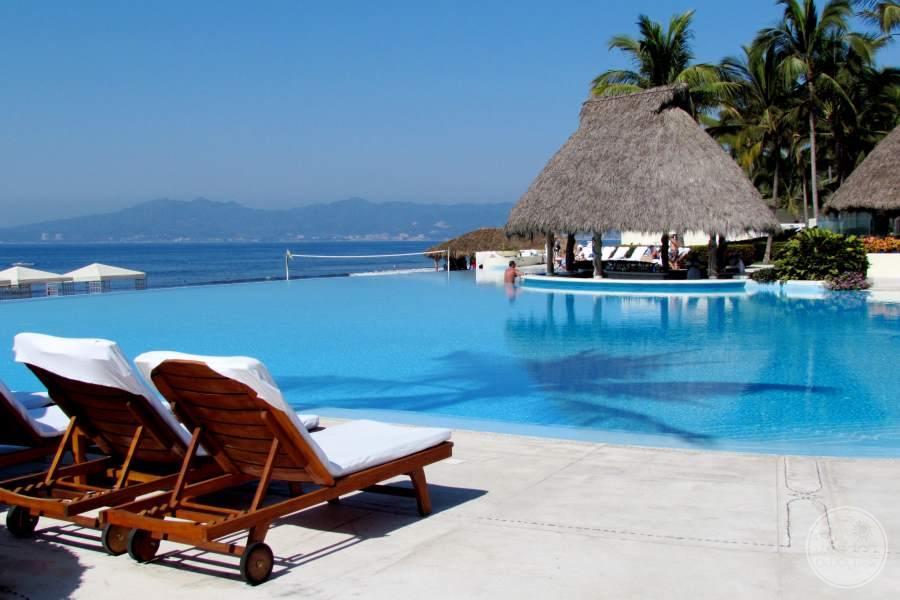 Grand Velas Riviera Nayarit Swim-up Bar
