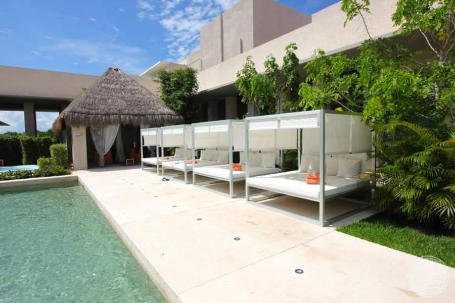 Paradisus La Perla Spa Pool Beds