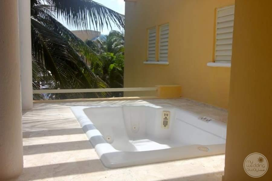 Royal Hideaway Private Jacuzzi