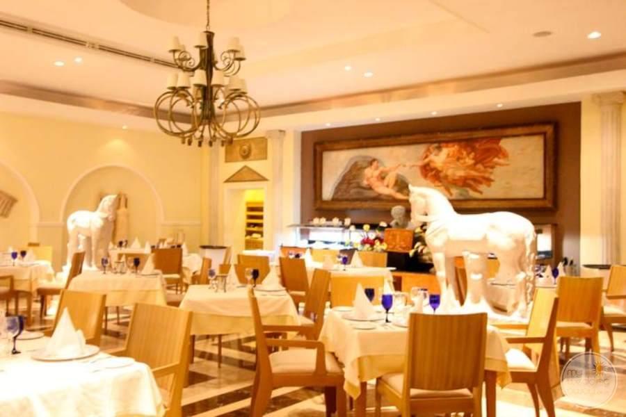 Royal Hideaway Restaurant 2