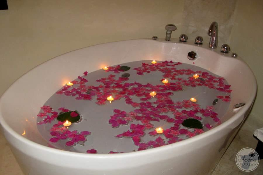 Azul Sensatori Romantic Tub