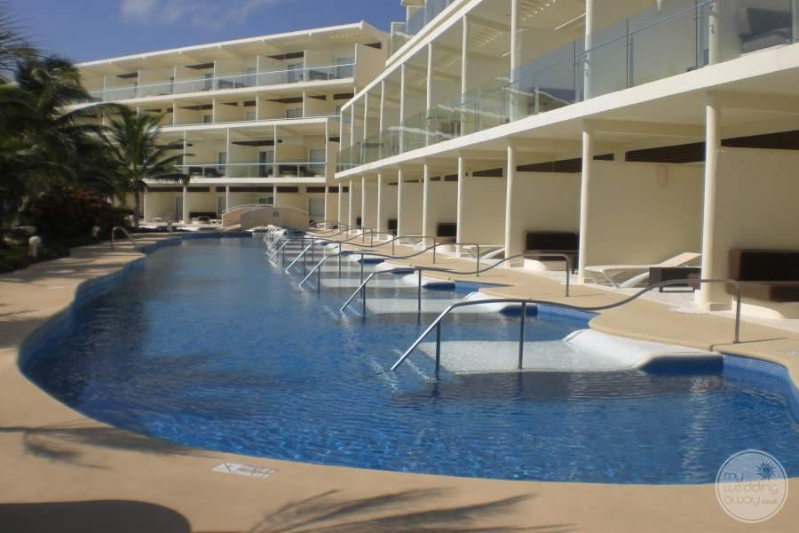 Azul Sensatori Swim-out Rooms