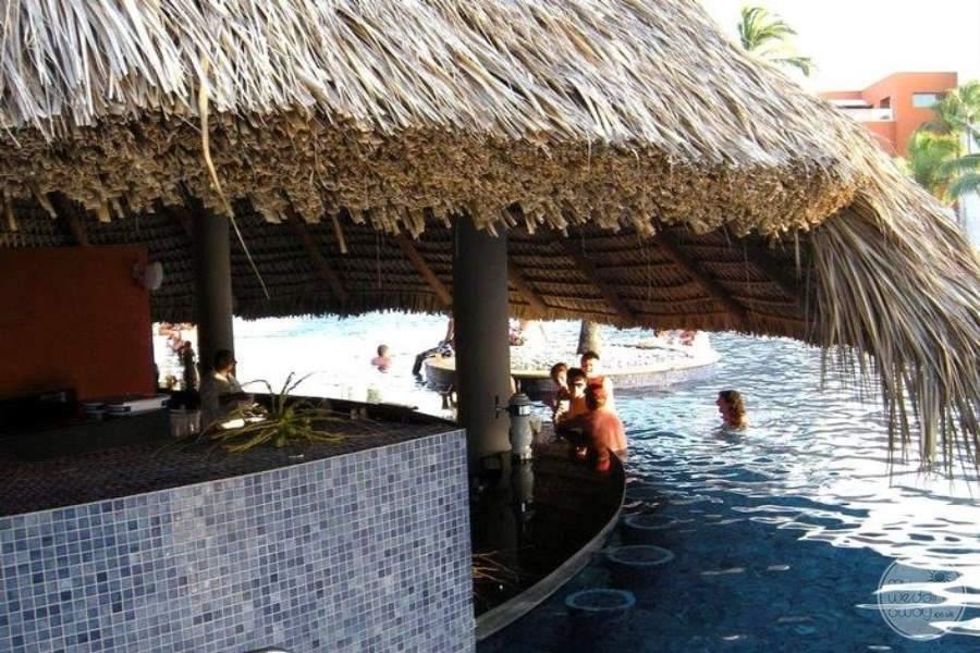 Barcelo Bavaro Palace Deluxe Swim-up Bar