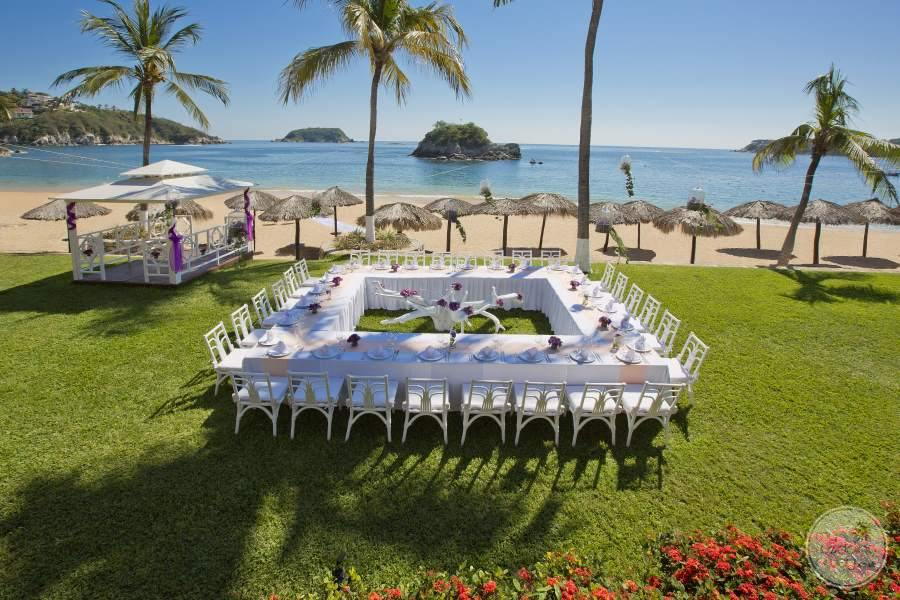 Barcelo Huatulco Intimate Garden Wedding
