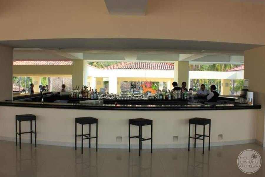 Dreams Huatulco Bar