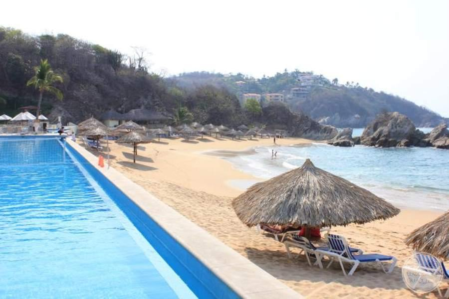 Dreams Huatulco Beach Pool