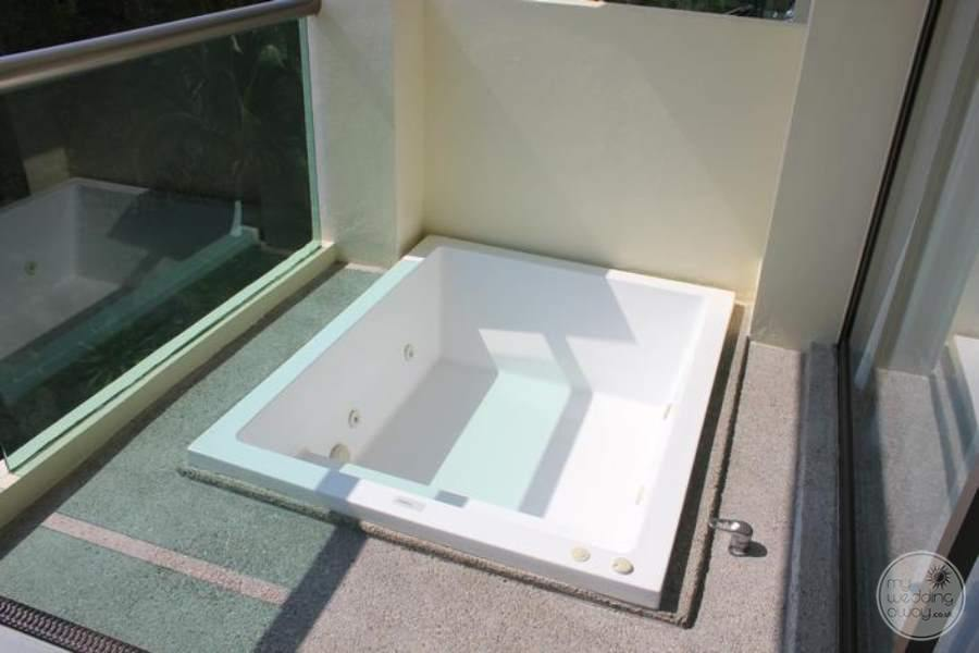 Dreams Huatulco Outdoor Jacuzzi