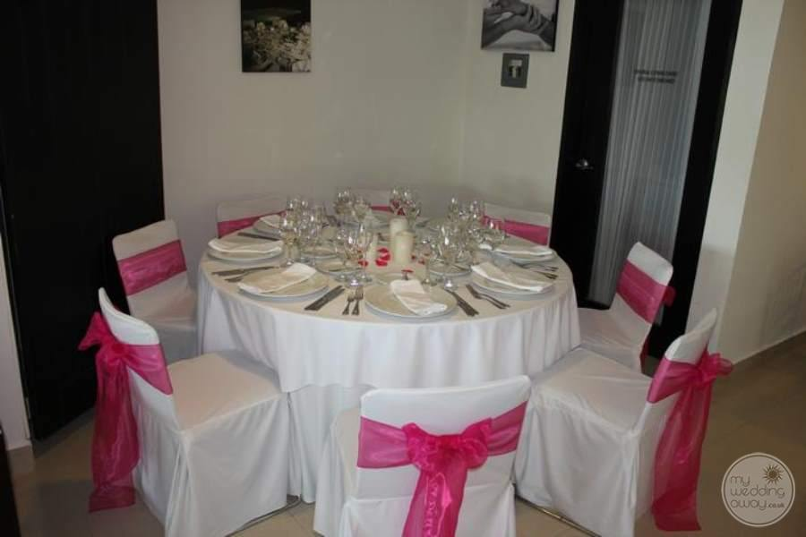 Dreams Huatulco Wedding Dinner Table Display