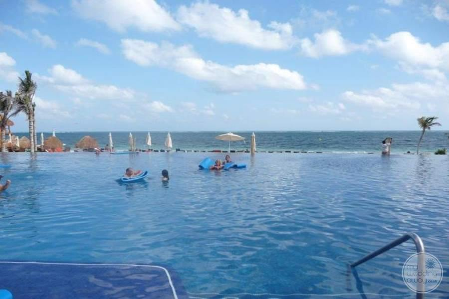 Dreams Riviera Cancun Infinity Pool