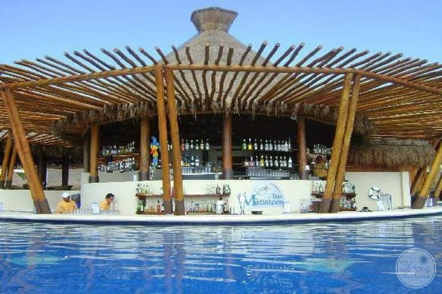 Dreams Riviera Cancun Swim-up Bar
