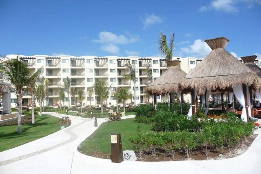 Dreams Riviera Cancun Walkway