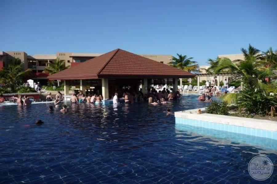 Grand Memories Varadero Swim-up Bar
