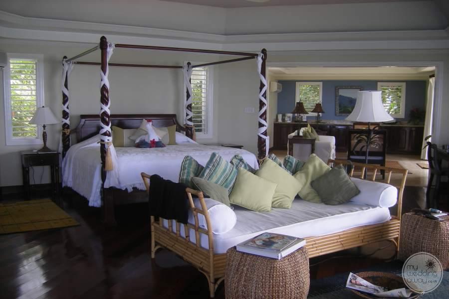 Jamaica Inn Canopy Bed