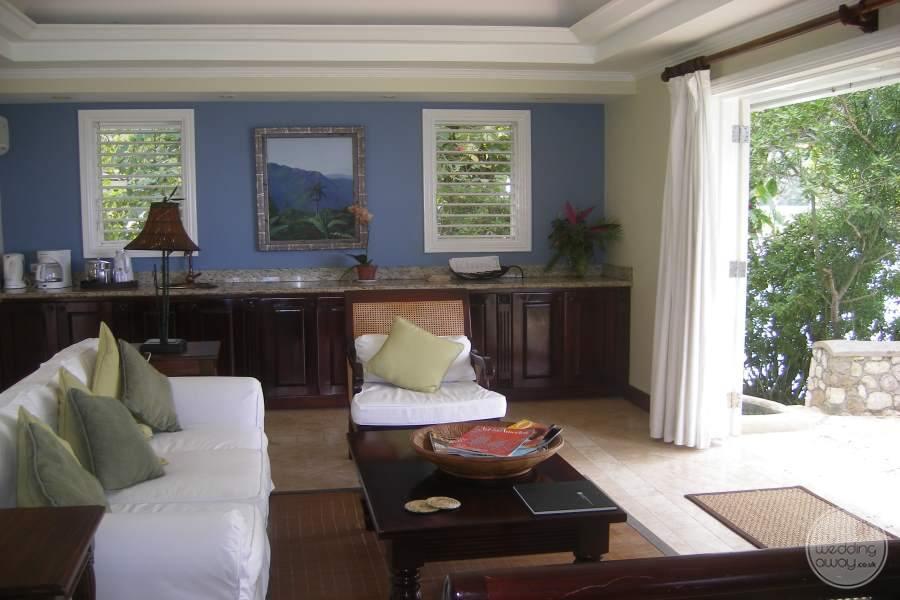 Jamaica Inn Seating and Balcony