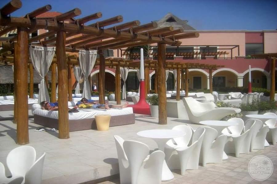 Ocean Coral and Turquesa Cabana Beds