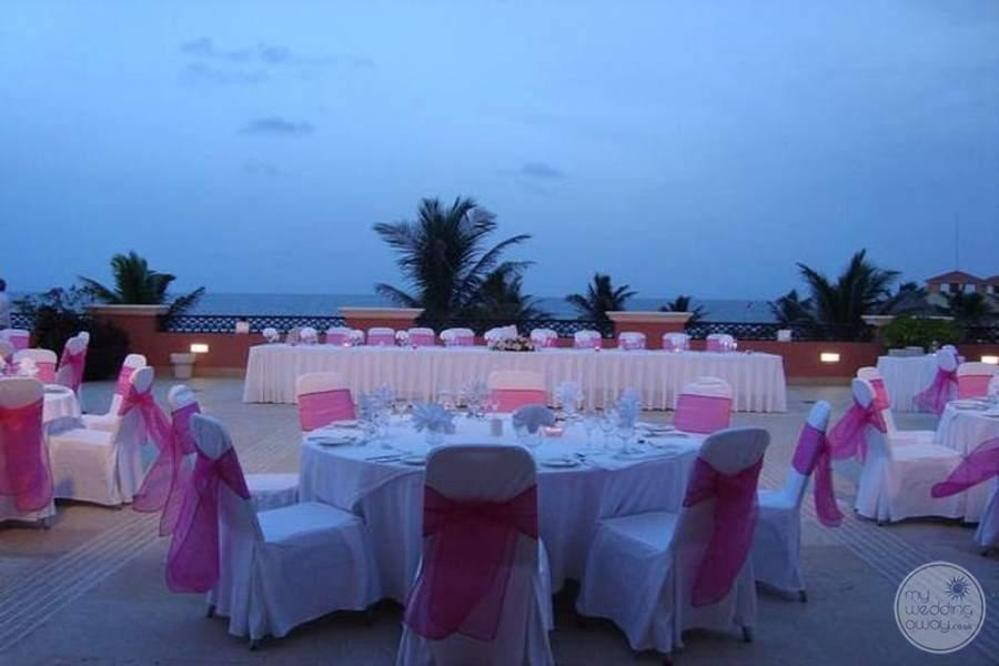 Ocean Coral and Turquesa Wedding Reception Outdoors