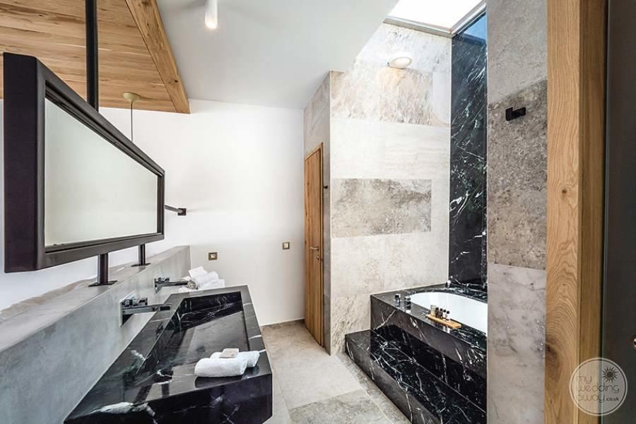 Stella Island Luxury Bath
