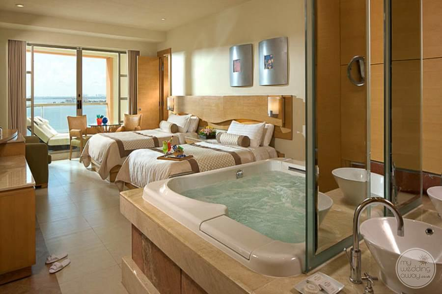 Beach Palace Room with Jacuzzi