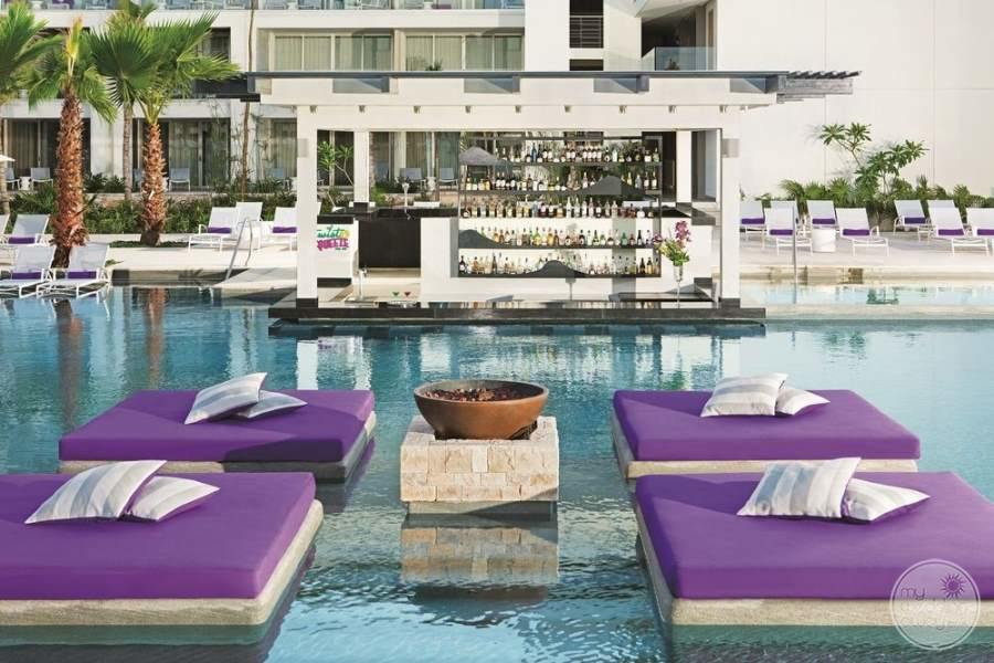 Breathless Riviera Cancun Swim up Bar