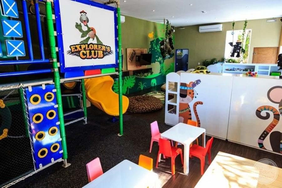 Dreams Sands Cancun Kids Club
