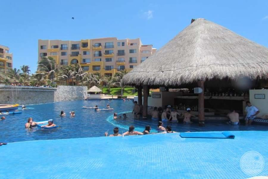 Fiesta Americana Condesa Cancun Swim-up Bar