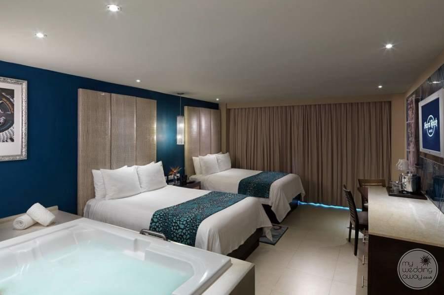Hard Rock Hotel Cancun Double Jacuzzi