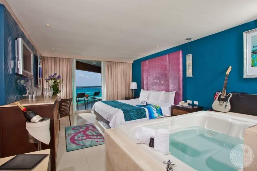 Hard Rock Hotel Cancun Jacuzzi Room