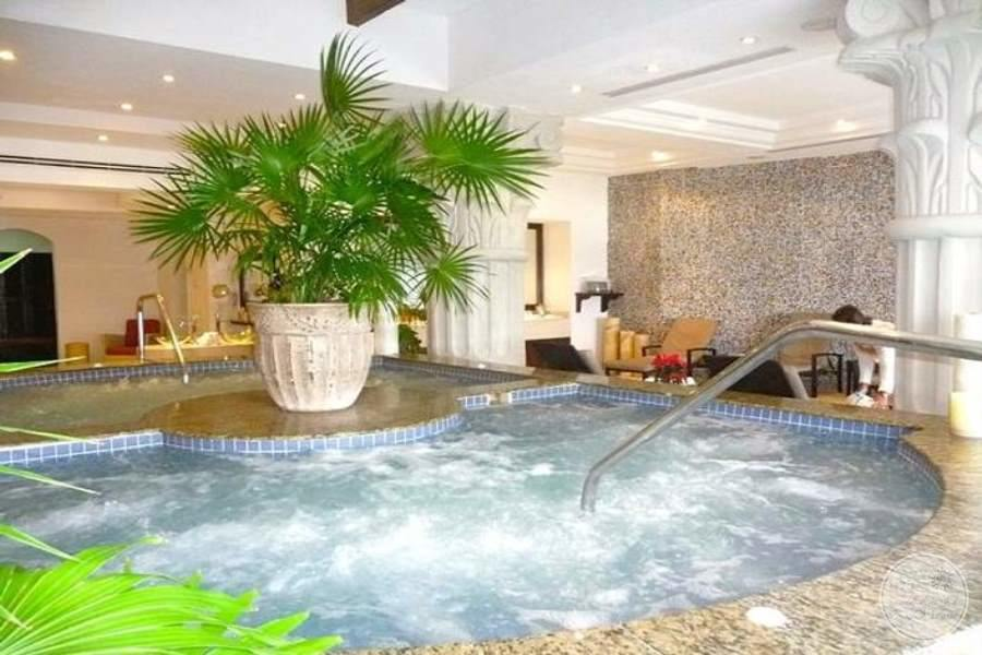indoor spa Jacuzzi and a swimming pool