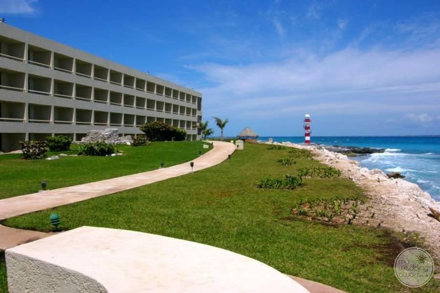 Hyatt Ziva Cancun Oceanside Walkway