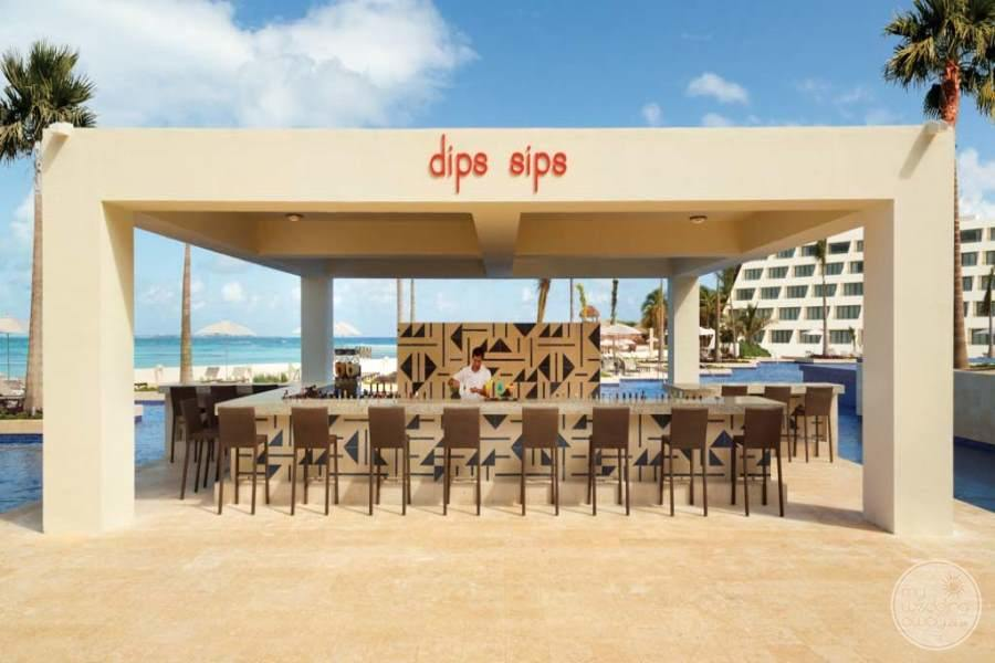 Hyatt Ziva Cancun Outdoor Bar