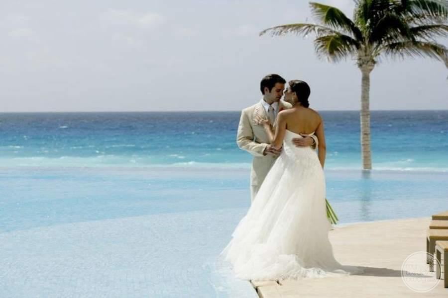Le Blanc Cancun Bride and Groom