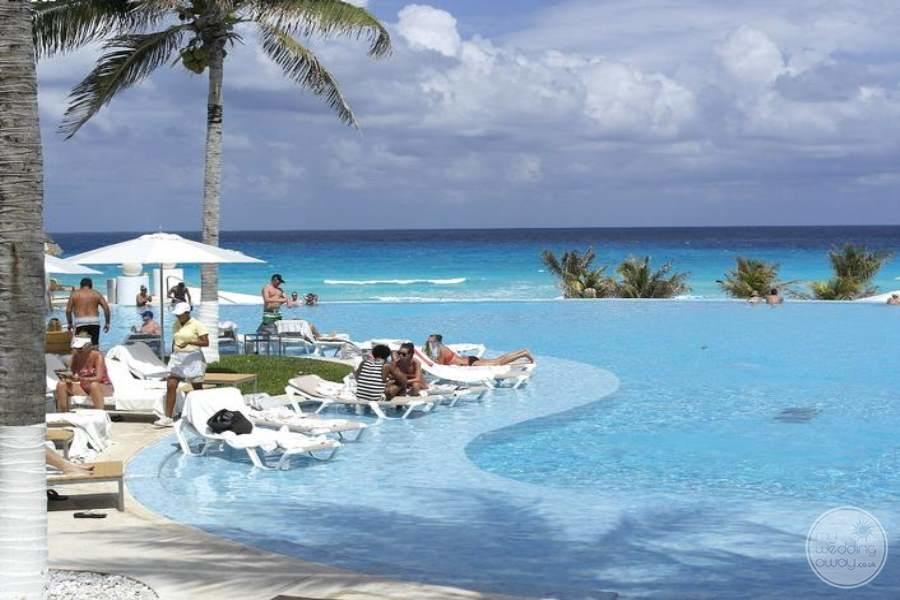 Le Blanc Cancun Infinity Pool