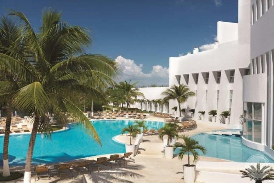Le Blanc Cancun Pool and Rooms
