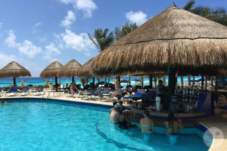 Occidental Tucancun Swim-up Bar