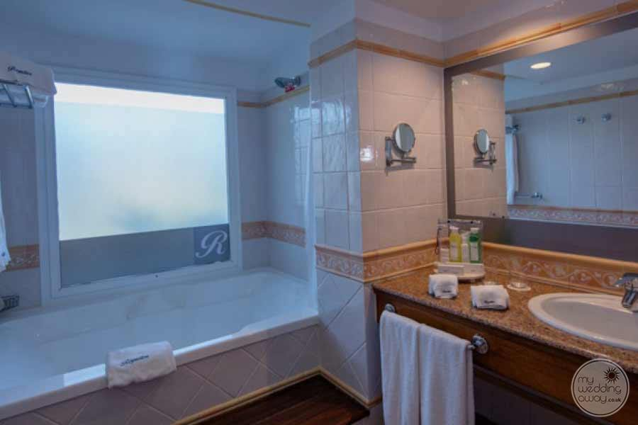 Royalton Hicacos Bath