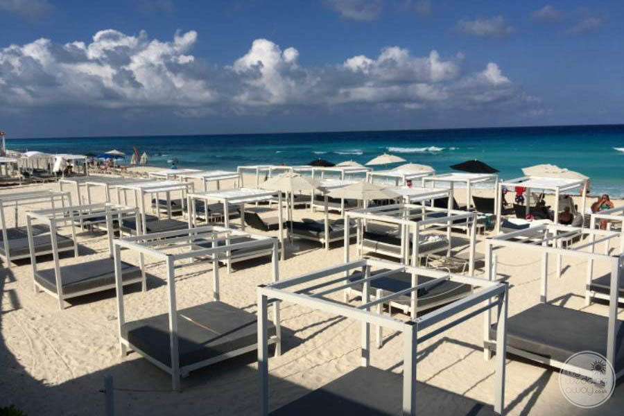 Sandos Cancun Loungers