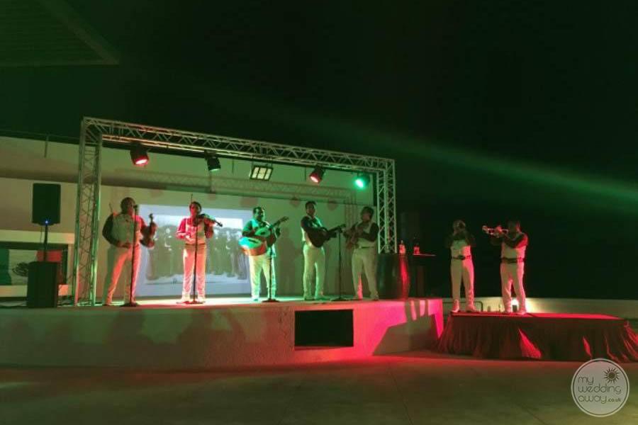 Sandos Cancun Entertainment
