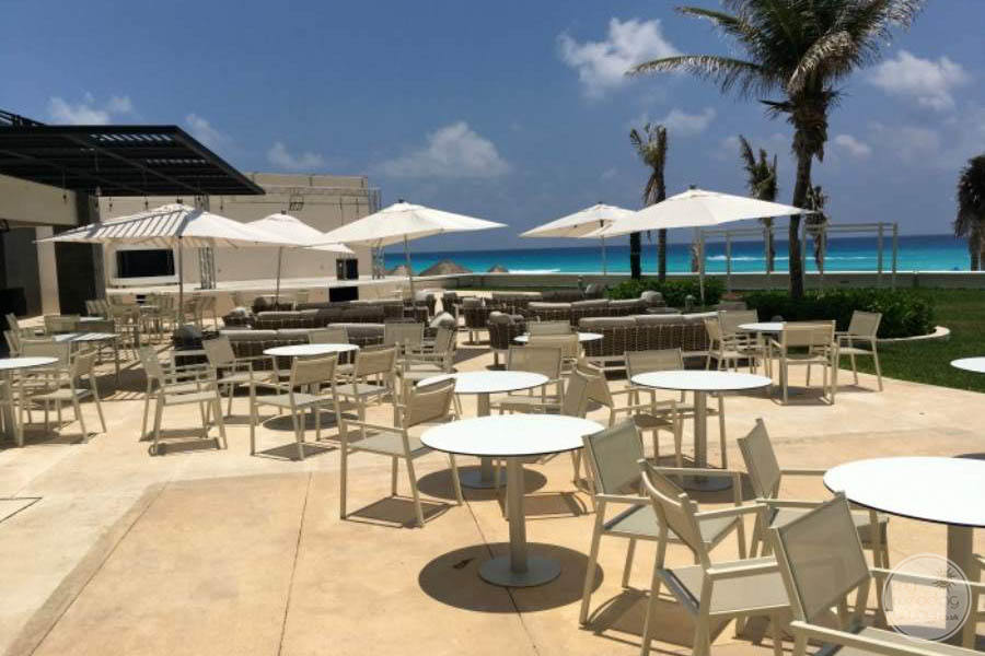 Sandos Cancun Outdoor Bar Seating