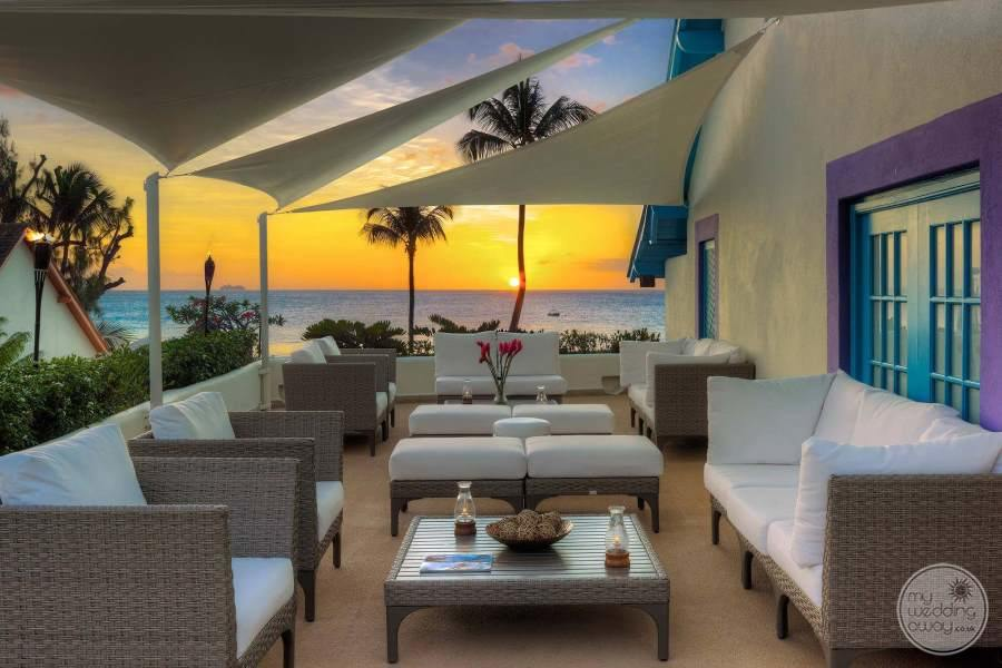 Crystal Cove Lounge Area