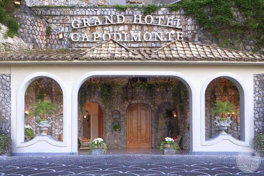 Grand Hotel Capodimonte Entrance