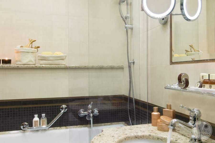 main bathroom with  bathtub and amenities